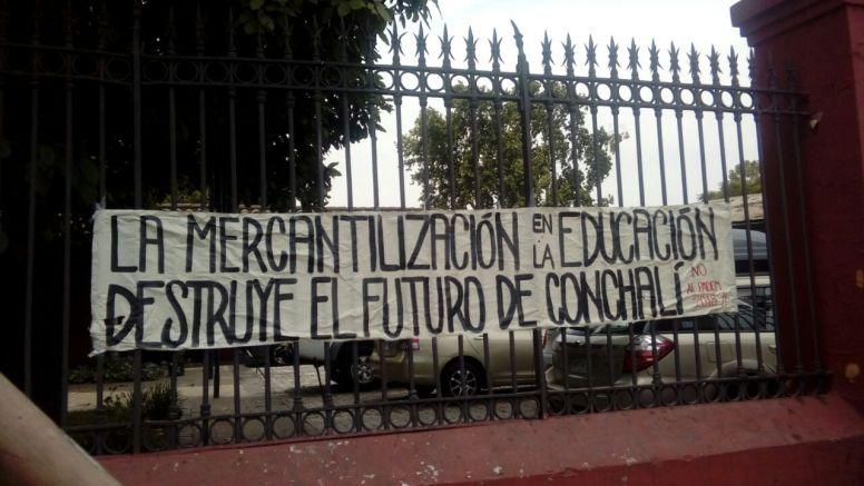 Protesta a las afueras de la municipalidad 4