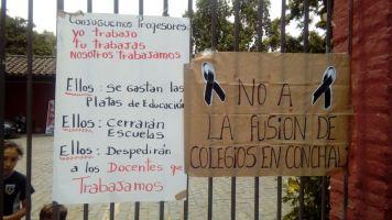 Protesta a las afueras de la municipalidad