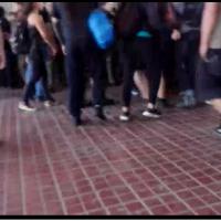 AHORA | Incidentes al interior de la 33 comisaria de Santiago.