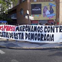 Con fuerte represión continua #MarchaDeLosPobres