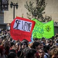 Masiva primera gran marcha estudiantil en Santiago