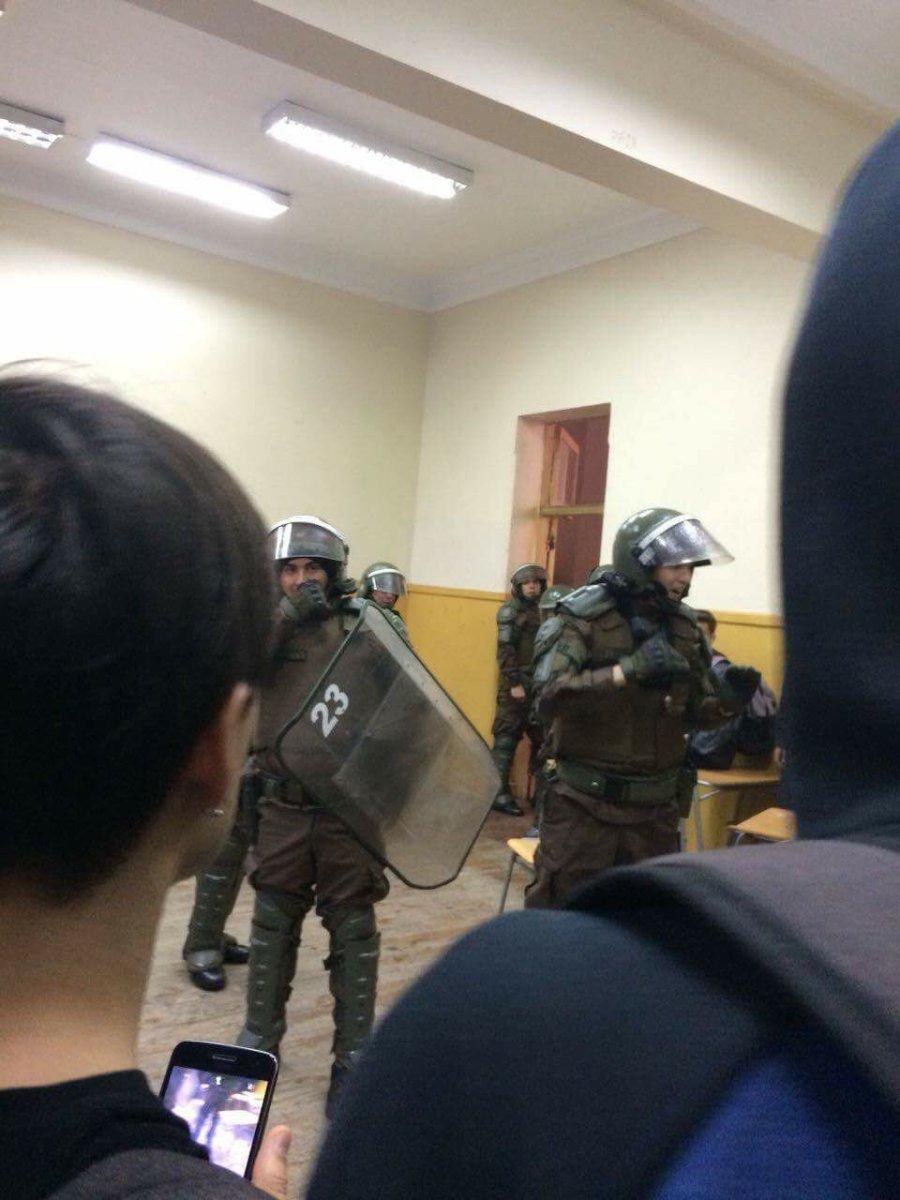 [Repost] Denuncia: Balines y Represión en Liceo Barros Borgoño
