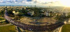 Desfile por el Día Internacional de los Trabajadores en la Plaza de la Revolución en La Habana. Foto: Roberto Garaicoa/ Cubadebate.
